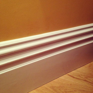 Beautiful lounge skirting boards