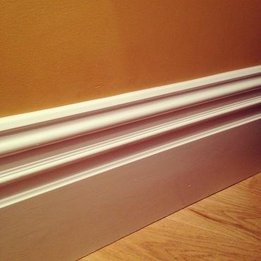 Beautiful lounge skirting boards